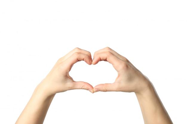 Mains féminines montrent coeur, isolé sur fond blanc