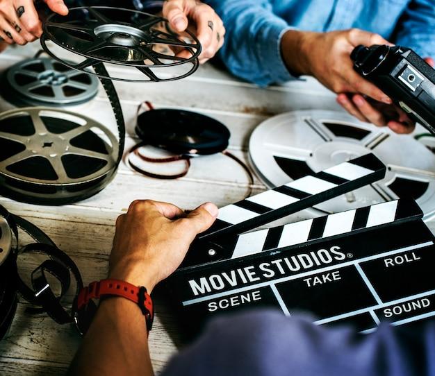 Les mains des gens et les films enregistrent des choses