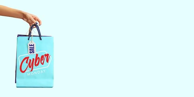 Mains tenant une boîte-cadeau avec lettrage vendredi noir sur fond bleu. concept de vente, vendredi noir, cyber lundi, finance, affaires, argent. boutiques en ligne et facture de paiements. copyspace pour l'annonce.