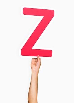 Mains tenant la lettre z