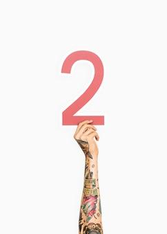 Mains tenant un signe numéro deux