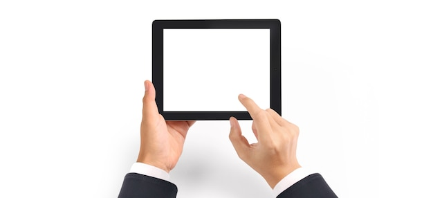 Mains tenant la tablette avec écran vide