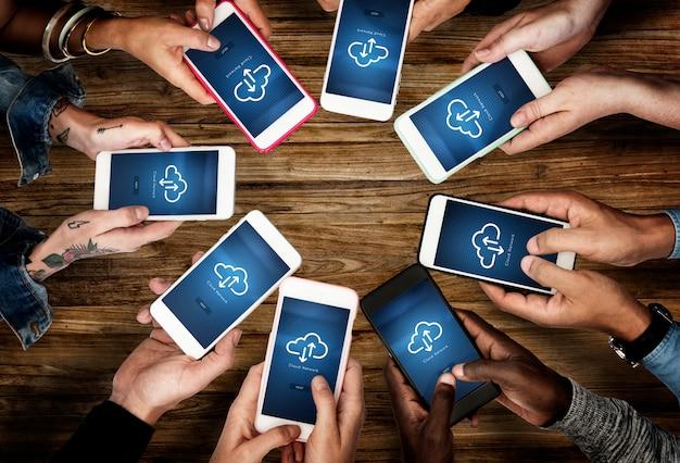 Mains tenir mobile phone show cloud network