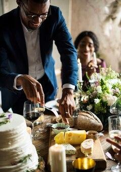 Mains, tenue, couteau, fourchette, nourriture, plat