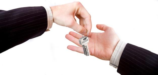 Les mains avec une touches