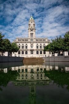 Mairie de porto et réflexion portugal