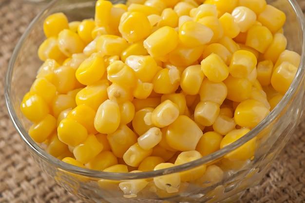 Maïs doux dans un bol
