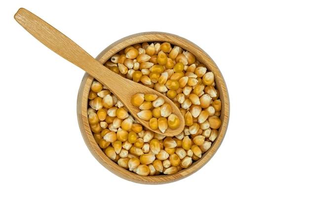 Maïs-grain dans un bol en bois avec cuillère