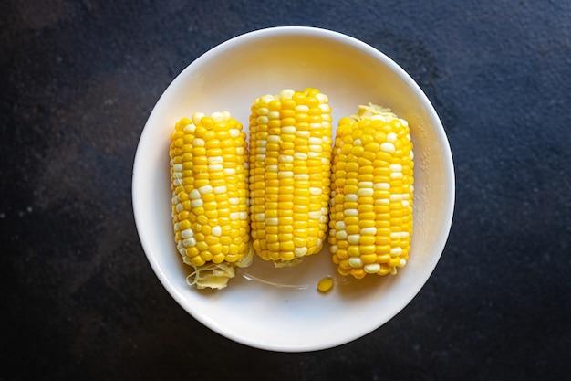 Maïs grillé épi de maïs savoureux repas collation copie espace arrière-plan alimentaire rustique vue de dessus céto ou paléo