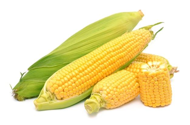 Maïs sur une surface blanche
