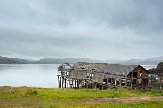 Maison abandonnée au nord de la russie