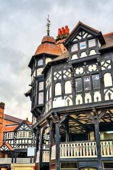 Maison d'architecture traditionnelle anglaise tudor à chester, angleterre