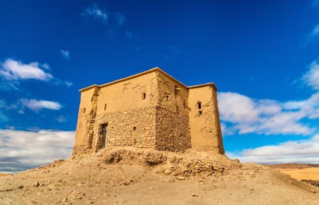 Maison d'argile traditionnelle dans le village d'ait ben haddou, site du patrimoine mondial au maroc