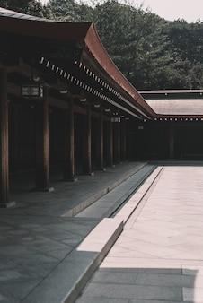 Maison en bois marron