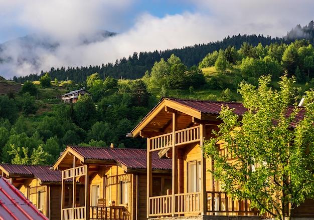 Maison en bois à savsat, province d'artvin, turquie