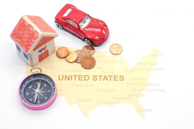 Maison et boussole sur une carte américaine