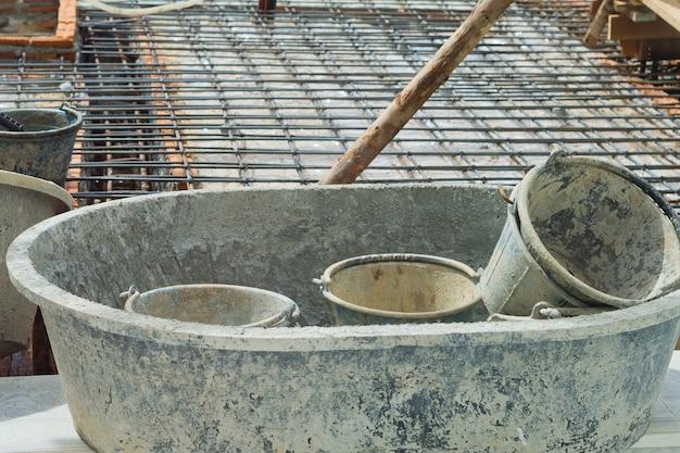 Maison de construction, ouvrier, fers de construction pour bâtiment, béton et équipement