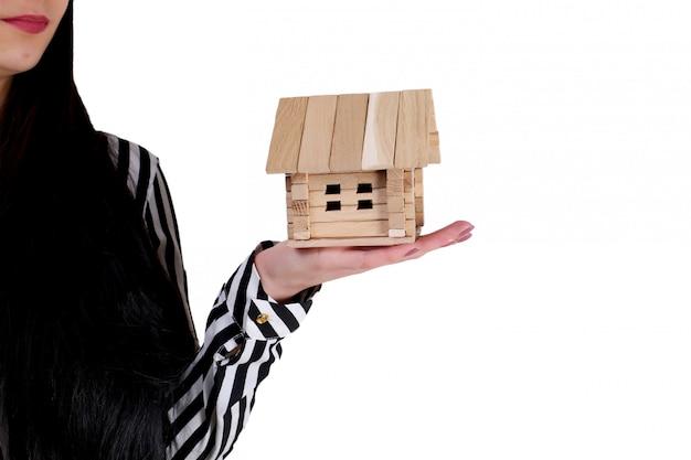 Maison de détention représentant l'accession à la propriété et l'activité immobilière