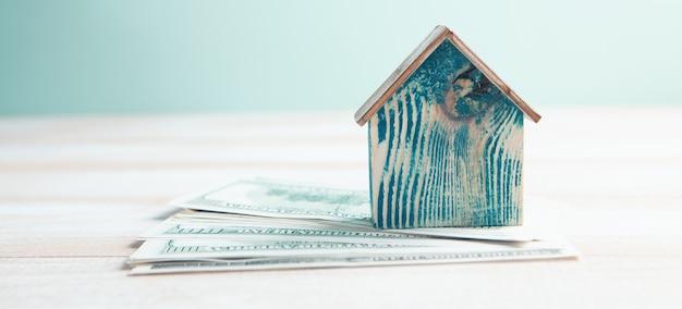 La maison est sur des billets d'un dollar