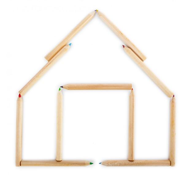Maison faite de crayons de bois.