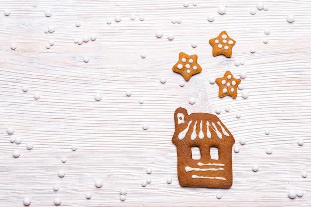 Maison en pain d'épice et étoiles