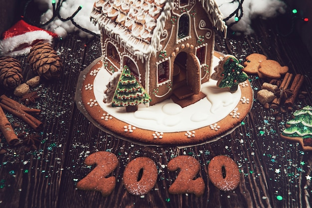 Maison de pain d'épice maison avec 2020