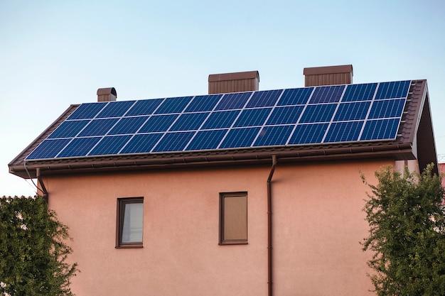 Maison de panneaux solaires