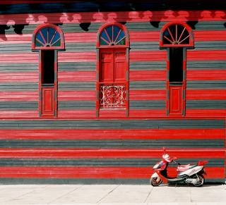 La maison rouge, à vélo