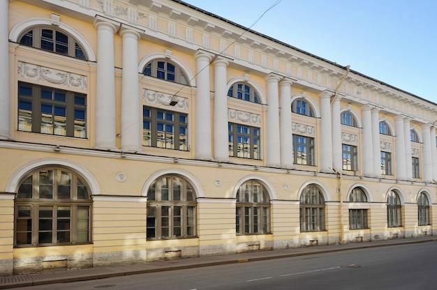 La maison de la rue rossi à saint-pétersbourg, en russie