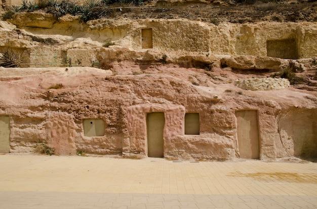 Une maison troglodyte creusée dans la montagne almeria andalousie espagne