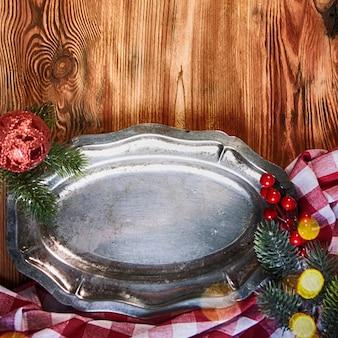 Maison de vacances rustique avec assiette vintage de noël