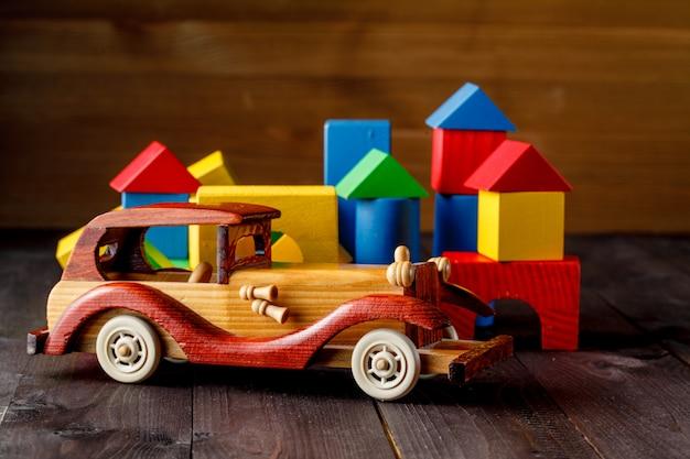 Maison et voiture de bois