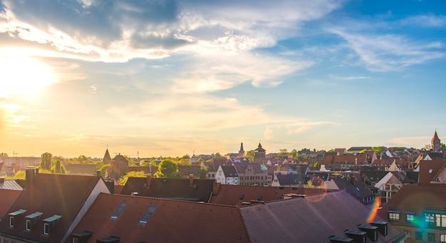 Maisons allemandes traditionnelles avec ciel bleu