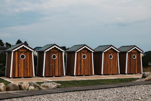 Maisons en bois sur l'océan saint marguerite sur mer