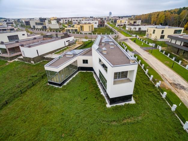 Maisons de campagne modernes en construction