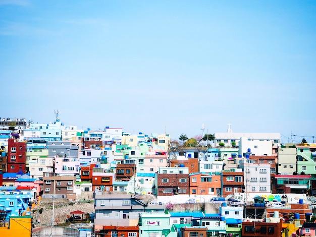 Maisons colorées à busan, corée du sud