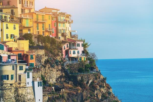 Maisons colorées à manarola, cinque terre - italie