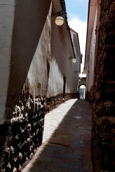 Maisons le long de l'allée du barrio de san blas, cuzco, pérou