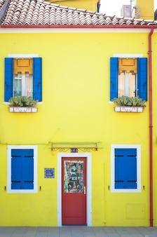 Maisons peintes pitoresque à burano isle, venise, italie