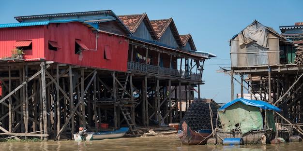 Maisons sur pilotis sur le lac tonle sap, kampong phluk, siem reap, cambodge
