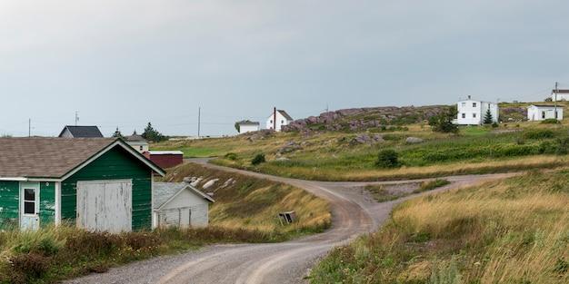 Maisons à la ville côtière, péninsule de bonavista, terre-neuve-et-labrador, canada
