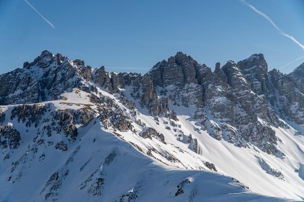 Majestueuse chaîne de montagnes dans la région alpine d'innsbruck