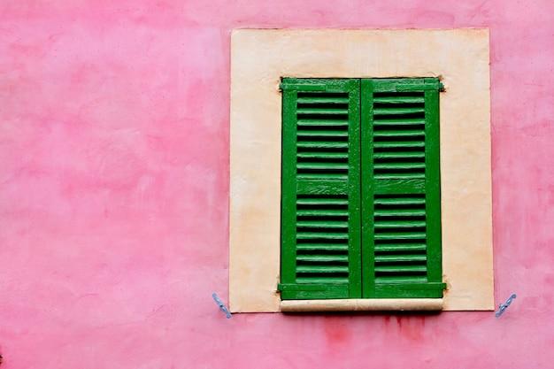 Majorque traditionnelle fenêtres en bois mallorquina volets