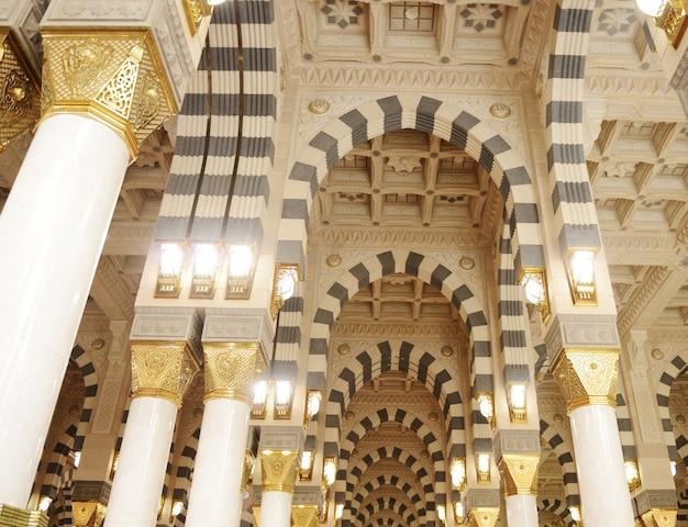 Makkah kaaba mosquée à l'intérieur piliers décoration