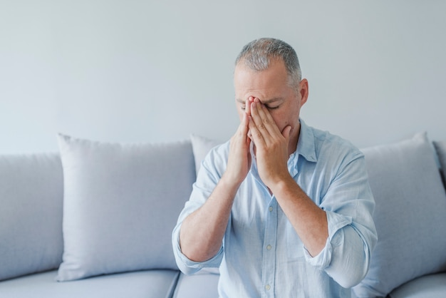 Les maladies du cerveau provoquent des migraines chroniques sévères.