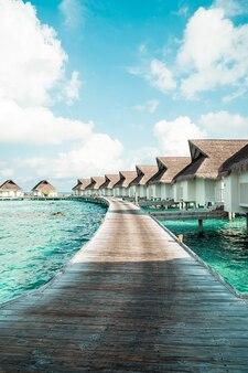 Maldives tropical hotel et île avec plage et mer pour vacances concept de vacances