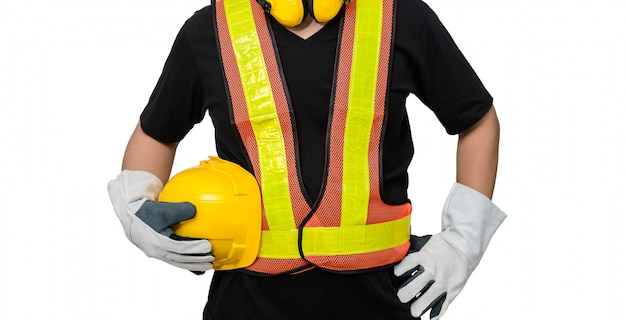 Mâle ouvrier avec équipement de sécurité de construction standard isolé