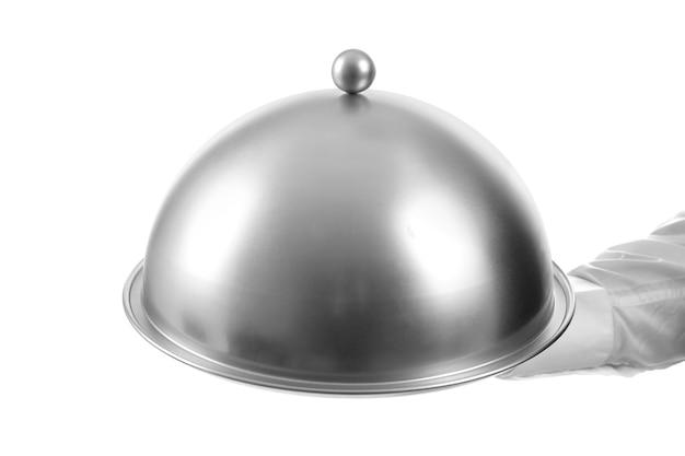 Mâle serveur tenant cloche et plateau sur fond blanc