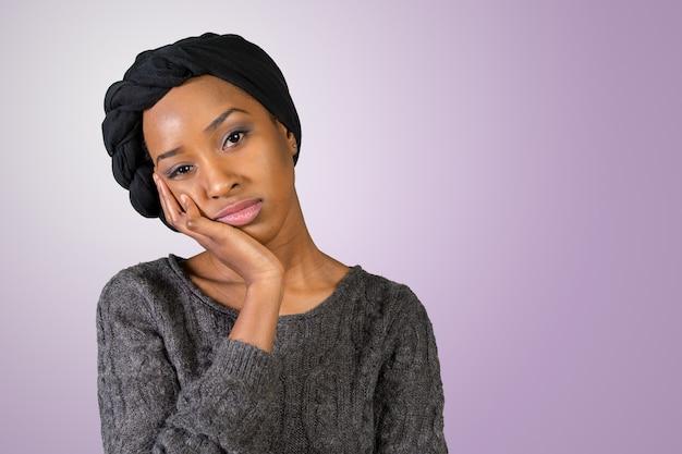 Malheureuse jeune femme afro-américaine