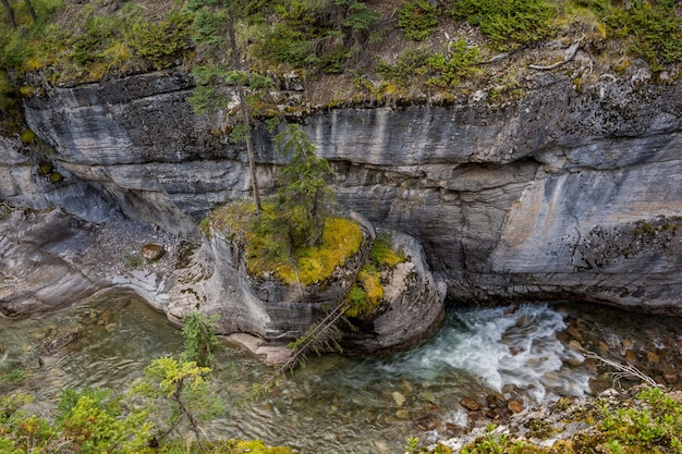 Maligne canyon falls, belle gorge, beaucoup de couleurs. parc national jasper